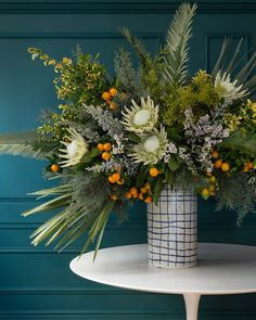 7 Unusual Winter Flower Arrangements—And Vases—That Are Perfect for the Holidays Winter Flower Arrangements, Vase Arrangements, Beautiful Flower Arrangements, Flower Arrangement Designs, Deco Floral, Arte Floral, Protea Flower, Flower Vases, Vase For Flowers