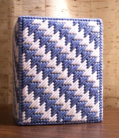 Plastic Canvas Stitches, Plastic Canvas Tissue Boxes, Plastic Sheets, Plastic Canvas Crafts, Plastic Canvas Patterns, Tissue Box Holder, Tissue Box Covers, Rug Hooking Designs, Finger Knitting