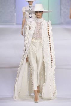 Ralph & Russo Fall Winter 2016 Haute Couture Collection - Share The Looks Style Haute Couture, Couture Fashion, Runway Fashion, Womens Fashion, Hijab Fashion, Fashion Beauty, Ralph & Russo, Style Work, Mode Style
