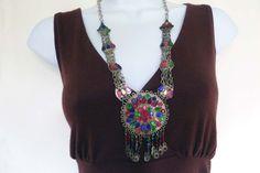 Vintage collar hecho a mano de Kuchi de Afganistán, Metal blanco étnico collar de cadena con medallon colorido y enlaces de BeadTales en Etsy https://www.etsy.com/es/listing/242420935/vintage-collar-hecho-a-mano-de-kuchi-de