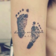 If you are looking for highly artistic and creative name tattoos for girls then . - If you are looking for highly artistic and creative name tattoos for girls then this tattoo will de - Baby Feet Tattoos, Baby Name Tattoos, Mommy Tattoos, Great Tattoos, Trendy Tattoos, Beautiful Tattoos, New Tattoos, Small Tattoos, Family Tattoos