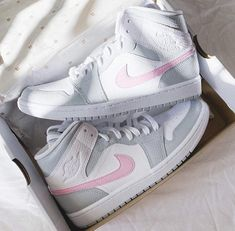 Dr Shoes, Cute Nike Shoes, Swag Shoes, Cute Nikes, Cute Sneakers, Nike Air Shoes, Hype Shoes, Shoes Sneakers, Shoes Cool
