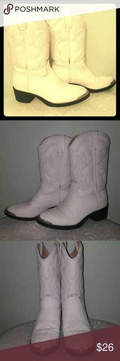 """Durango BT851 white western kids 12.5 D 1.5"""" heel. Synthetic white upper with authentic western stitching. Metal rand at toe for decoration. Fully lined. Some discoloration and scratching to the toes, dark marks to the piping. Durango Shoes Boots"""