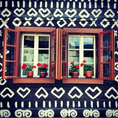 See 51 photos and 2 tips from 358 visitors to Čičmany. Old Style House, My Beau, Architectural Features, Cabin Ideas, Eastern Europe, Geraniums, Cottages, Castles, Travelling