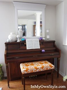 Piano-Bench-After. Piano bench pads are ridiculously expensive, and indoor/outdoor furniture cushions are too bulky! Piano Bench, Piano Room, Custom Cushions, Bench Cushions, Diy Gifts For Christmas, Painted Pianos, Diy Cushion, Cushion Tutorial, Cushion Covers