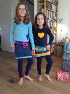Met deze beschrijving maak je makkelijk en snel een stoere jurk. Ken je het merk Ninni Vi? Ik ben een fan van deze mooie maar peperdure jurkjes. Af en toe koop ik er eentje, ik heb twee dochters dus dat scheelt.… Sewing Kids Clothes, Sewing For Kids, Baby Sewing, Diy Clothes, Kids Outfits Girls, Diy For Girls, Girl Outfits, Fashion Kids, Diy Fashion