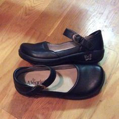 Algeria Mary-Jane professional shoes. Size 8 Like new, excellent condition! Alegria Shoes