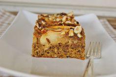 Eplekake med Hasselnøtter og KaramellFudge - Apple-traybake with Hazelnuts and CaramelFudge - bake i brødform?