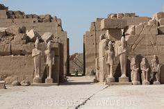 Le 7e pylône a été érigé par le pharaon Thoutmosis III (1479-1425 av. J.-C.) sur l'allée processionnelle nord-sud, Nouvel Empire, XVIIIe dynastie.