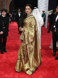Ever green diva ! Rekha Saree, Sabyasachi Sarees, Banarsi Saree, Kanjivaram Sarees, Pakistani Outfits, Indian Outfits, Ethnic Fashion, Asian Fashion, Golden Saree