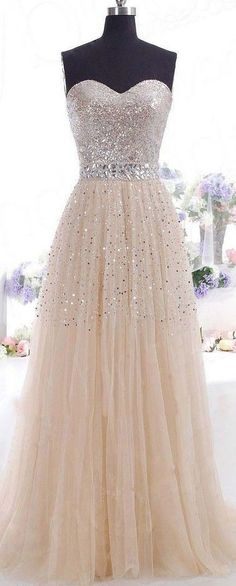 Gorgeous gown, prom dress.