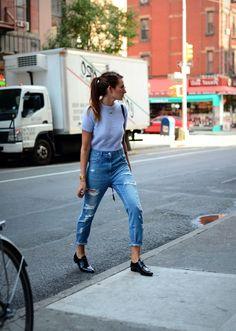 345 meilleures images du tableau Jeans déchirés   Jeans pants, Jeans ... 422771a53a8