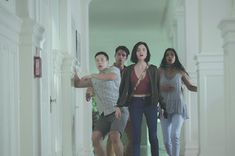 Tyler Posey, Lucy Hale, Sophia Ali, and Hayden Szeto in Truth or Dare Hd Movies Online, 2018 Movies, Ali Larter, Full Movies Download, Dares, Movies To Watch, Actors, Couple Photos, Challenges