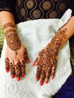 Mehndi design by hennabyeshaal <3