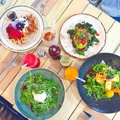 Well this looks like an amazing spread. Thank @the_fitway for being our #friendswithsalad and tagging us  we are well jealous! by friendswithsalad