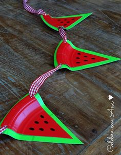Guirnalda de sandías (fiestas y cumples) Baby Shower Watermelon, Watermelon Birthday Parties, 1st Birthday Party For Girls, Fruit Birthday, Creative Gift Wrapping, Creative Gifts, Diy Party Decorations, Party Themes, Picnic Theme