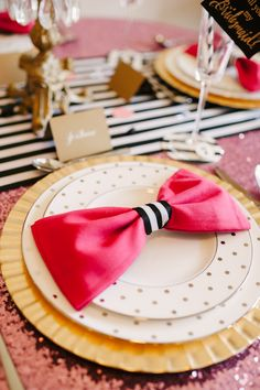 The Perfect Palette: A Chic and Swanky Kate Spade Inspired Dinner Party - photo by Lauren Rae Photography reception table napkins colours Kate Spade Party, Place Settings, Table Settings, A Little Party, Festa Party, Party Decoration, Party Entertainment, Deco Table, E Design