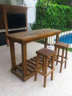 Barra en Quebracho Blanco recuperado y Banquetas altas. Outdoor Furniture Sets, Outdoor Decor, Little Houses, Pallet Projects, Diy Kitchen, Wood Pallets, Bar Stools, Furniture Design, Patio