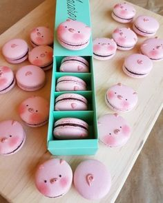Pig Macaroons - I need this in my life Spa Cookies, Macaron Cookies, Cookies Et Biscuits, Baking Cookies, Jelly Cookies, Shortbread Cookies, Cute Desserts, Dessert Recipes, Recipes Dinner
