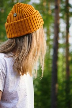 Cozy Spring Look. Merino Wool beanie for Men Women and Kids by VAI-KØ. Best Hiking Boots, Hiking Boots Women, Fashion For Petite Women, Womens Fashion For Work, Mom Fashion, Fashion 2020, Hipster Beanie, Yellow Beanie, Beanie Outfit