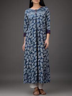 Indigo-White Dabu-Printed Embroidered and Pleated Cotton Kurta Kurta Designs Women, Salwar Designs, Blouse Designs, Kurta Patterns, Dress Patterns, Indian Dresses, Indian Outfits, Kurtha Designs, Dabu Print