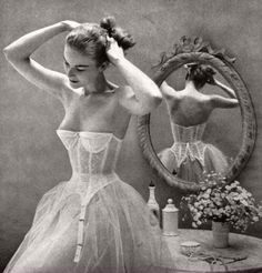 Vogue US 1951 - fashion fashion photography fifties fashion editorial vintage vogue vintage fashion vogue us b&w b&w photography Glamour Vintage, Vogue Vintage, Lingerie Vintage, Vintage Beauty, Vintage Corset, Bridal Lingerie, Vintage Bridal, Bridal Undergarments, Vintage Girdle
