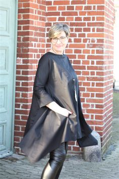 Schwarze Hemdbluse, lässig, asymmetrisch, umschmeichelnd , elegant - einfach cool! Elegant, Dresses, Fashion, Fashion Styles, Linen Fabric, Blouse, Simple, Cotton, Classy