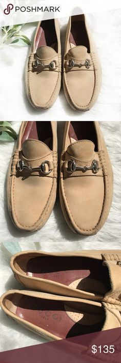 GUCCI men's tan leather horsebit loafers size 9.5 Gucci men's tan leather horsebit loafers in gently used condition. Size 9.5. Genuine leather sole. Gucci Shoes Loafers & Slip-Ons