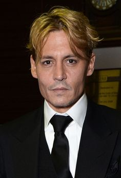 i love you so much johnny depp but CHANGE YOUR HAIR BACK!!!!!! please