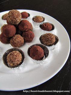 La vetrina del Nanni  Ingredienti per 20-25 piccoli tartufi Cioccolato gianduia 100 gr Burro chiarificato 20 gr Burro di cacao 10 gr  Rifinitura  Zucchero di canna 30 gr Caffè in polvere 1 cucchiaino colmo
