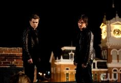 """""""Night of the Comet""""- Paul Wesley as Stefan, Ian Somerhalder as Damon in THE VAMPIRE DIARIES on The CW. Photo: Bob Mahoney / The CW © 2009 The CW Network, LLC. All Rights Reserved. (1087)"""
