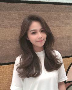Hair Inspo, Hair Inspiration, Korean Long Hair, Medium Hair Styles, Long Hair Styles, Side Part Hairstyles, Metal Hair Clips, Hair Photo, Hair Barrettes