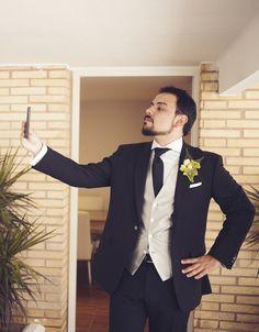 Novio clásico de negro by @fandi_es #novio #groom #groomsmen #noivo #bestman #clasico #classicgroom