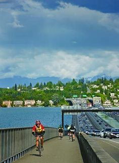 For a scenic cycle around Mercer Island, hop onto the Interstate 90 Bridge bike Trail, taking you over Lake Washington and onto the island.