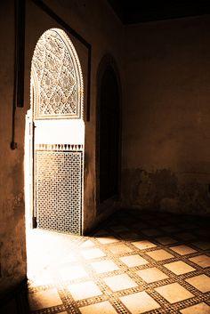 Doorway and shadow. Islamic Architecture, Beautiful Architecture, Architecture Details, Middle Eastern Decor, Islamic Patterns, Islamic Designs, The Door Is Open, Arabian Nights, Islamic Art