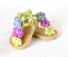 CROCHET PATTERN  Baby Sandals Crochet Baby Shoes with Little Puff Flowers Instant Download Crochet Tutorial Intermediate Beginner de matildasmeadow en Etsy