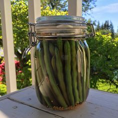 Dill Pickled Green Beans (Dilly Beans) - The Daring Gourmet Pickled Green Beans, Dilly Beans, Apple Hand Pies, Green Bean Recipes, Canning Recipes, Canning 101, Coriander Seeds, Granny Smith, Pickles