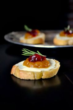 Bakeaholic Mama: Pumpkin and Cranberry Crostinis with Maple and Brie