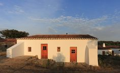 A group of old water mills have been transformed into a trio of whitewashed cottages in the heart of the Alentejo. The project of Paula and Mario, a young couple from Lisbon who abandoned a world of banking for rural tourism, the property is designed t...