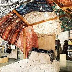 I wanted to do my room exactly like this. Cover the ceiling with tapestries and scarves then strings of lights. Aaaaand that bedding.