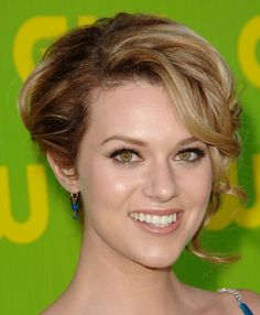Hilarie Ross Burton (born July 1, 1982) is an American actress and producer. Description from picsofcelebrities.com. I searched for this on bing.com/images