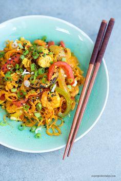 Healthy Stir-Fried Singapore Noodles (spiralised carrrots) http://www.supergoldenbakes.com/2015/07/healthy-stir-fried-singapore-noodles.html