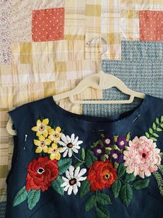 Grand Sewing Embroidery Designs At Home Ideas. Beauteous Finished Sewing Embroidery Designs At Home Ideas. Embroidery Needles, Crewel Embroidery, Ribbon Embroidery, Embroidery Patterns, Stitch Patterns, Embroidery On Clothes, Embroidered Clothes, Embroidery Fashion, Look Retro