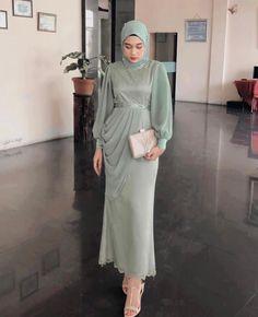 Dress Brokat Muslim, Dress Pesta, Muslim Dress, Kebaya Muslim, Modern Hijab Fashion, Muslim Fashion, Hijab Dress Party, Simple Bridesmaid Dresses, Designer Dresses