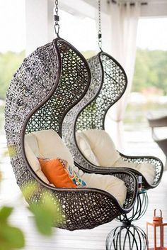 Great Idea 15 Awesome Hanging Chair Design Ideas For More Comfortable Sitting Relax with a hanging chair at home, of course, fun and soothing. Not only that, but the hanging chair also makes your home decoration more beautiful. Haus Am See, Decoration Chic, Wooden Decks, Swinging Chair, My Dream Home, Dream Homes, Outdoor Living, Outdoor Lounge, Outdoor Seating