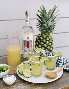 pineapple + jalapeno margaritas | fiesta | margaritas | cocktails | easy entertaining