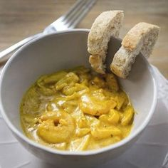Scampi's met appeltjes in currysaus I Want Food, Love Food, Scampi Curry, Superfood, Good Healthy Recipes, Tasty Dishes, Fish Recipes, Food Inspiration, Food Porn
