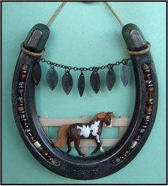 Crafts Made From Horseshoes Post Your Arts and Crafts Holiday Items for sale Here - The Back Porch Horseshoe Projects, Horseshoe Crafts, Horseshoe Art, Horseshoe Wreath, Western Crafts, Western Decor, Crafts To Make, Fun Crafts, Arts And Crafts