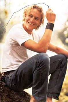 Heath Ledger. What a beautiful man. It makes me sad that he's not around anymore.