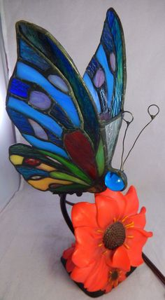 2007 Stained Glass Tiffany Style Butterfly Night Light Table Lamp Red Flowers